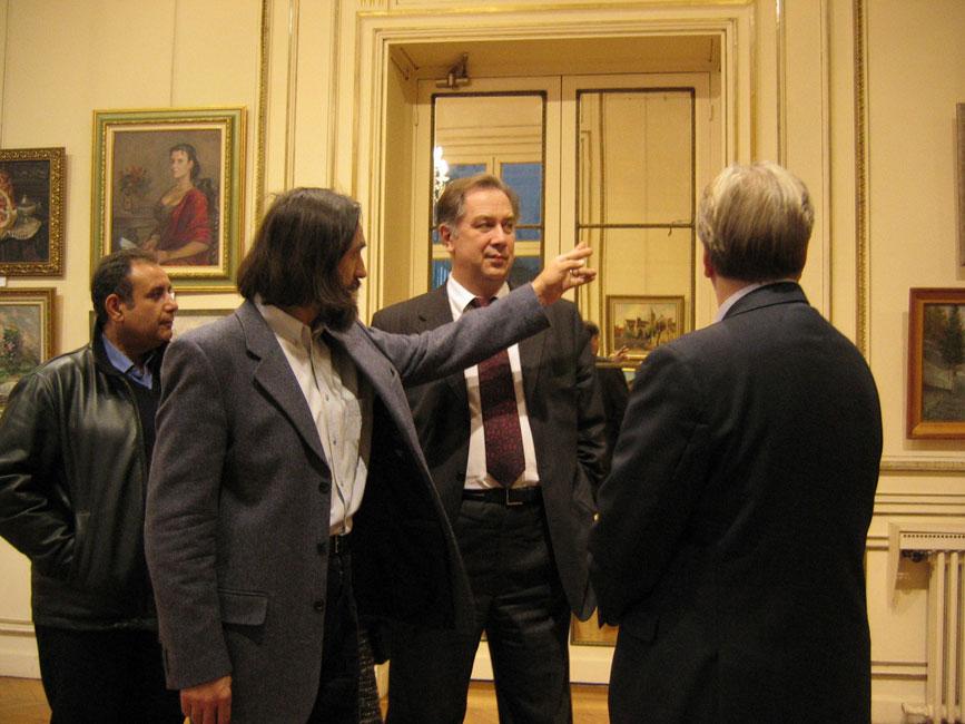 Виктор Лукьянов, министр культуры РФ Александр Соколов  и директор Центра Игорь Шпынов. РЦНК в Париже, 2005